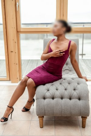 Halimatou escort girls in Wayne MI & tantra massage