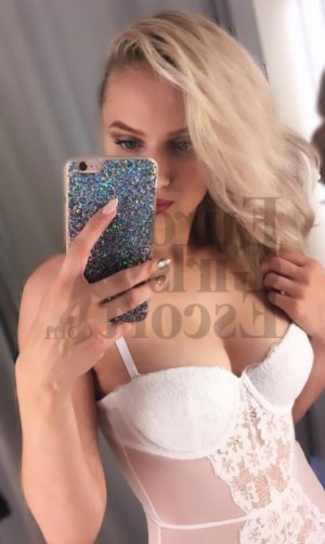 Zoulikha erotic massage in Half Moon Bay and call girls