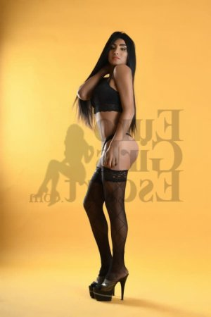 Loraline escort girl in Manchester and massage parlor
